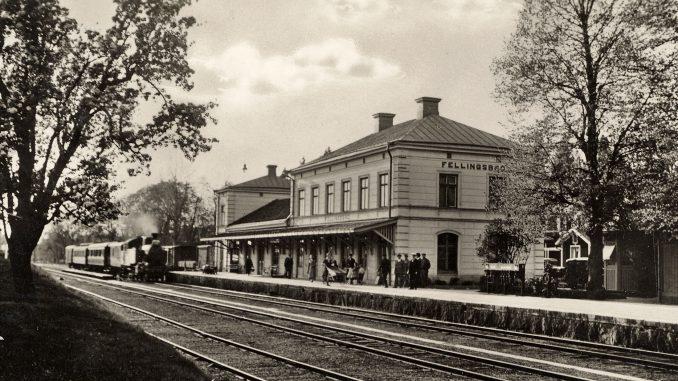 Bild på den gamla järnvägsstationen i Fellingsbro
