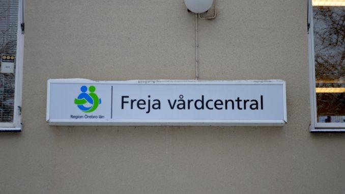 En bild på skylt på Freja vårdcentralen