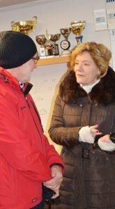En bild på Landshövding Maria Larsson pratar med Pliggen