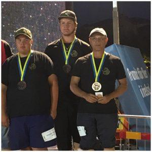 En bild påSebbe Kallionpää, Micke Bartoft och Palle Mäkitalo som gått bronsmedalj i öppna trippeln i SM i boule i Karlstad 2018.